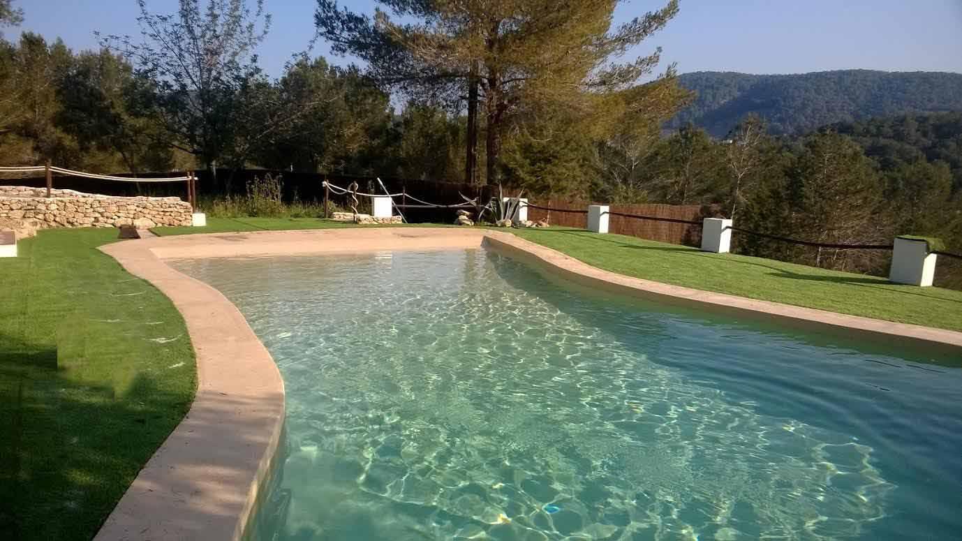 Шикарный бассейн с солью на территории потрясающего дома в аренду на Ибице
