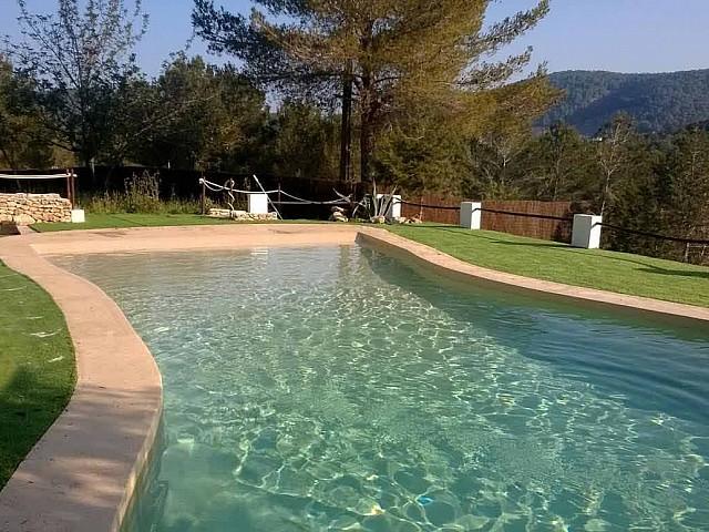 Blick auf den Pool vom Ferienhaus auf Ibiza, in Santa Gertrudis