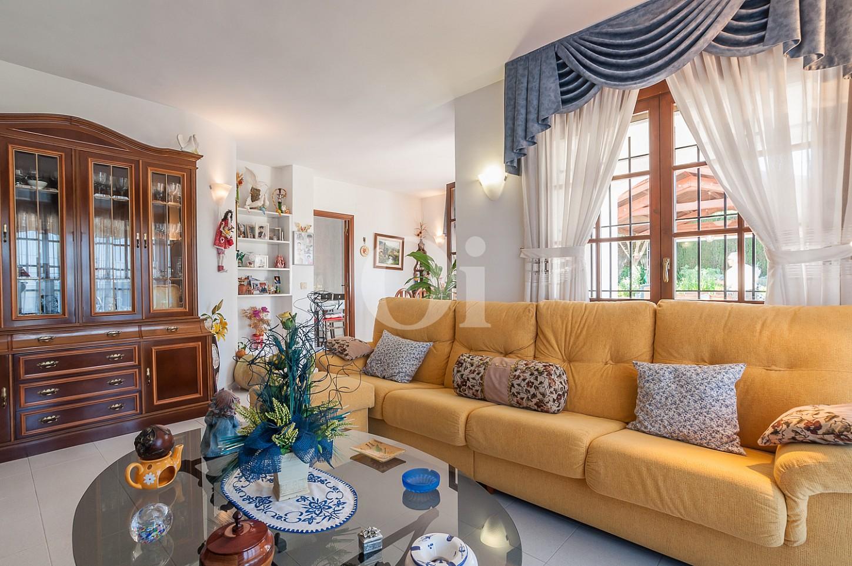 Blick in das Wohnzimmer vom Einfamilienhaus zum Verkauf, Lloret de Mar