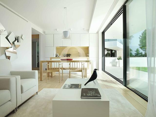 Sala de estar de apartamento con jardín en venta en Caldes de Malavella
