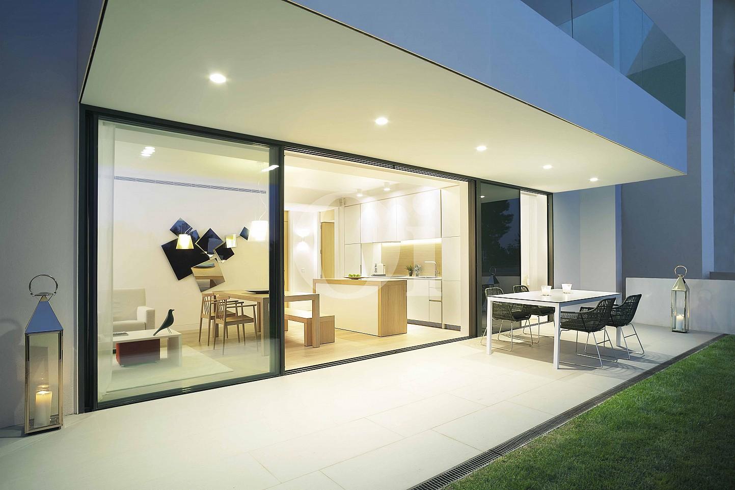 Terraza soleada de apartamento con jardín en venta en Caldes de Malavella