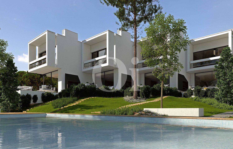 Blick auf die Fassade vom Reihenhaus im PGA Catalunya Resort