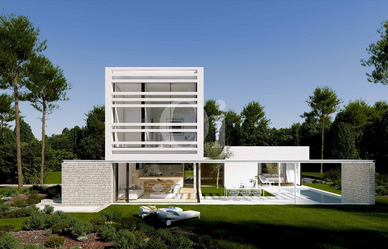 Blick auf die Fassade der Villa zum Verkauf im PGA Catalunya