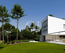 Lujosa villa minimalista en venta en PGA Catalunya Resort