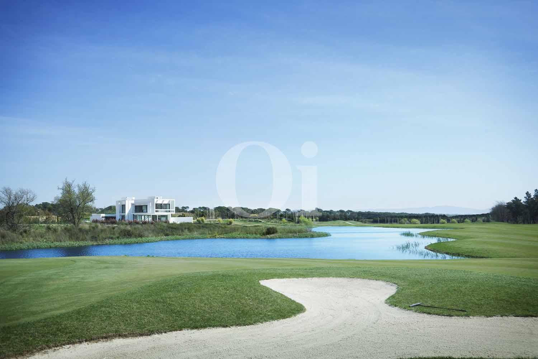 Blick auf die Umgebung der Designer Villa im PGA Catalunya