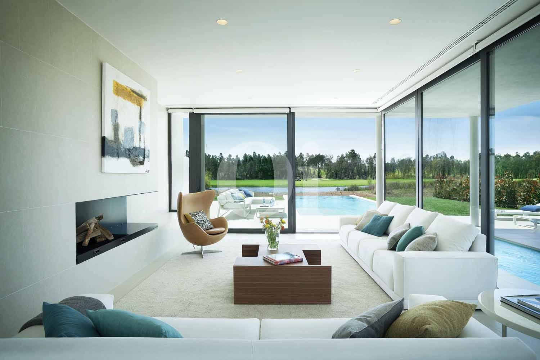 Blick in den Wohnbereich der Designer Villa im PGA Catalunya