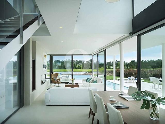 Sala de estar de villa de diseño en venta en PGA Catalunya Resort