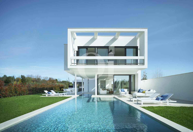 Blick in den Außenbereich der Designer Villa im PGA Catalunya