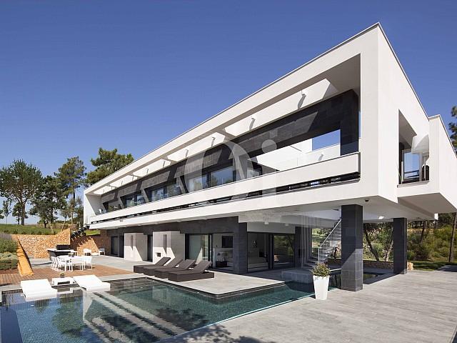 Fachada de villa de lujo en venta en PGA Golf en Caldes de Malavella