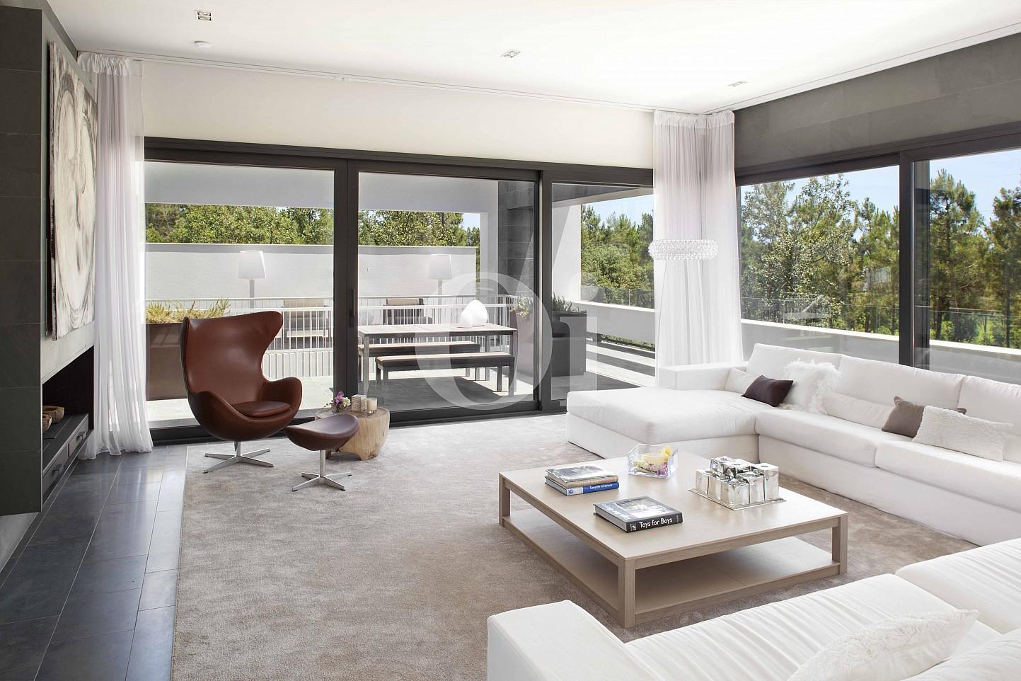 Sala de estar de villa de lujo en venta en PGA Golf en Caldes de Malavella
