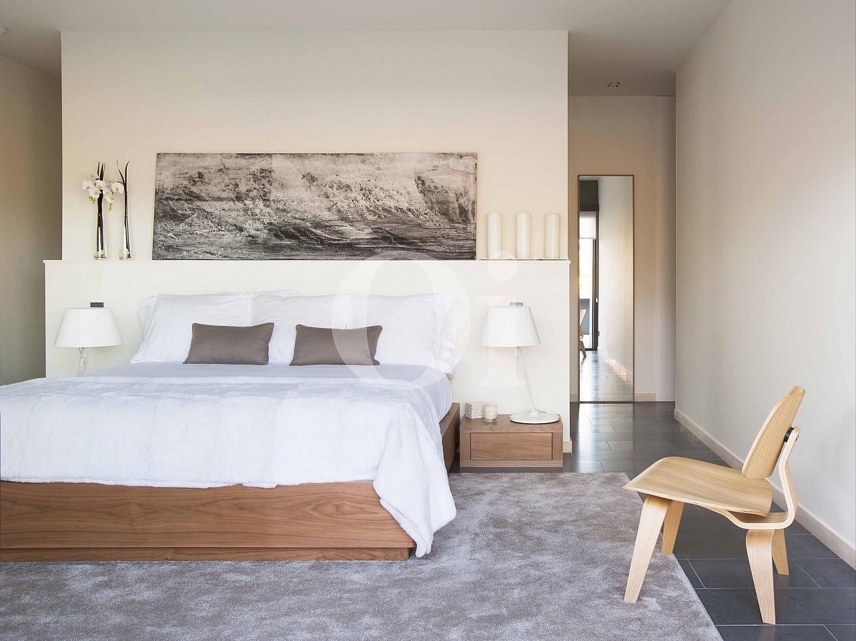 Dormitorio de villa de lujo en venta en PGA Golf en Caldes de Malavella