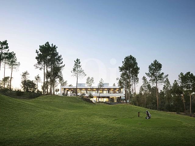 Поле для гольфа рядом с виллой на продажу в Caldes de Malavella