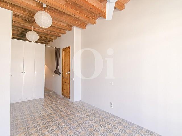 Blick in die Innenräume der Wohnung mit tourist. Lizenz