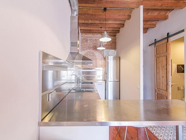 Blick in die Küche der Wohnung mit tourist. Lizenz