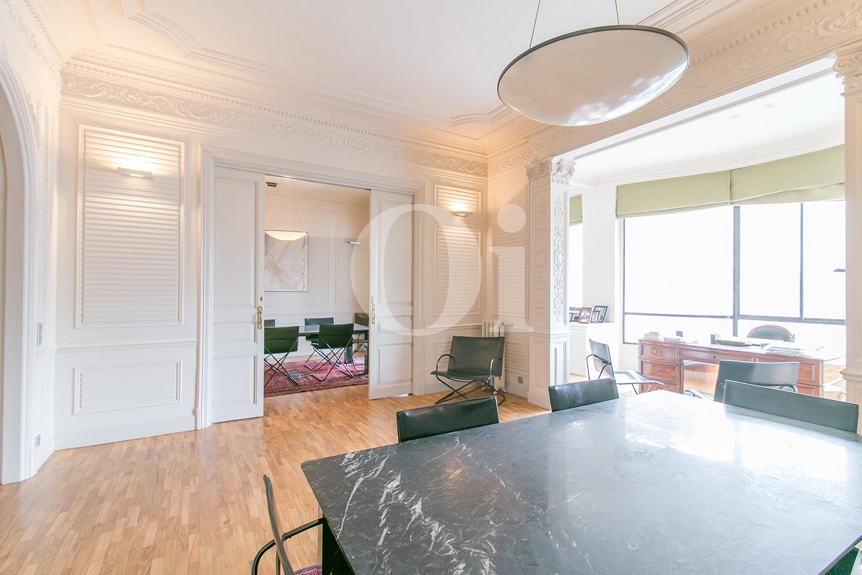 Salón-comedor de maravilloso apartamento en venta en el Eixample