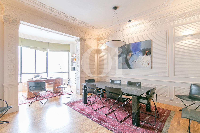 Blick in die Innenräume der Wohnung zum Verkauf im Eixample Dreta