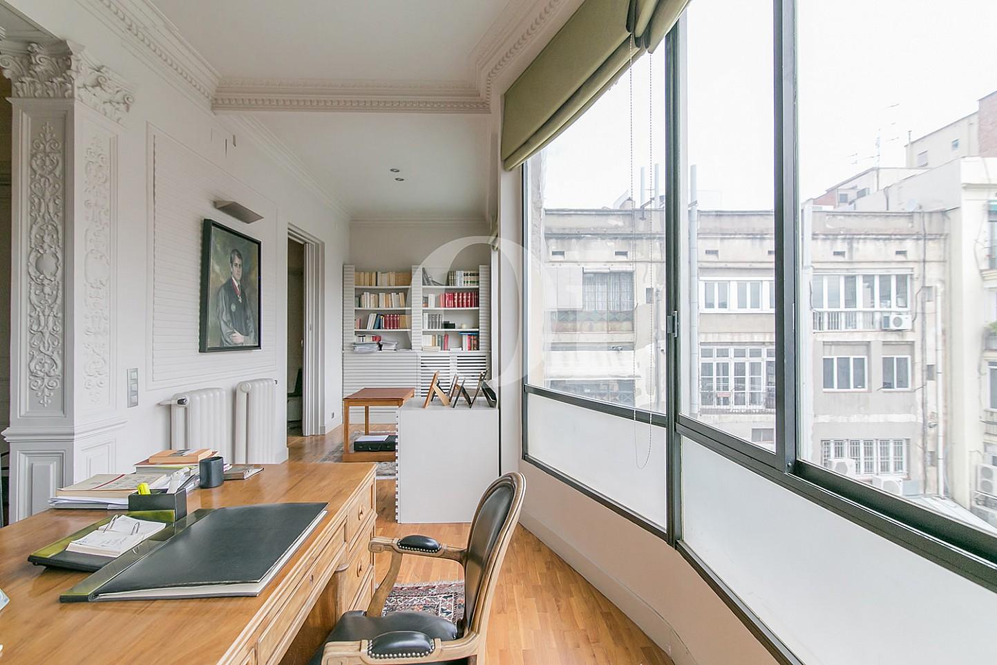 Despacho de maravilloso apartamento en venta en el Eixample