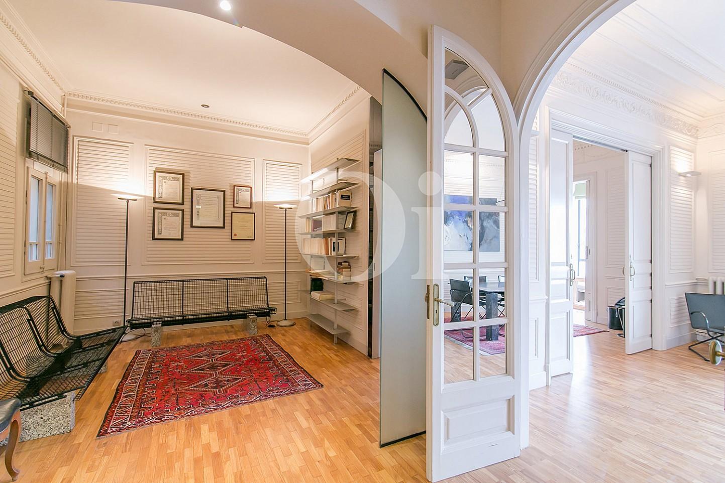 Pasillo de maravilloso apartamento en venta en el Eixample