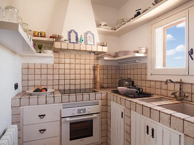 Полностью оборудованная кухня в замечательных апартаментах в краткосрочную аренду на Ибице