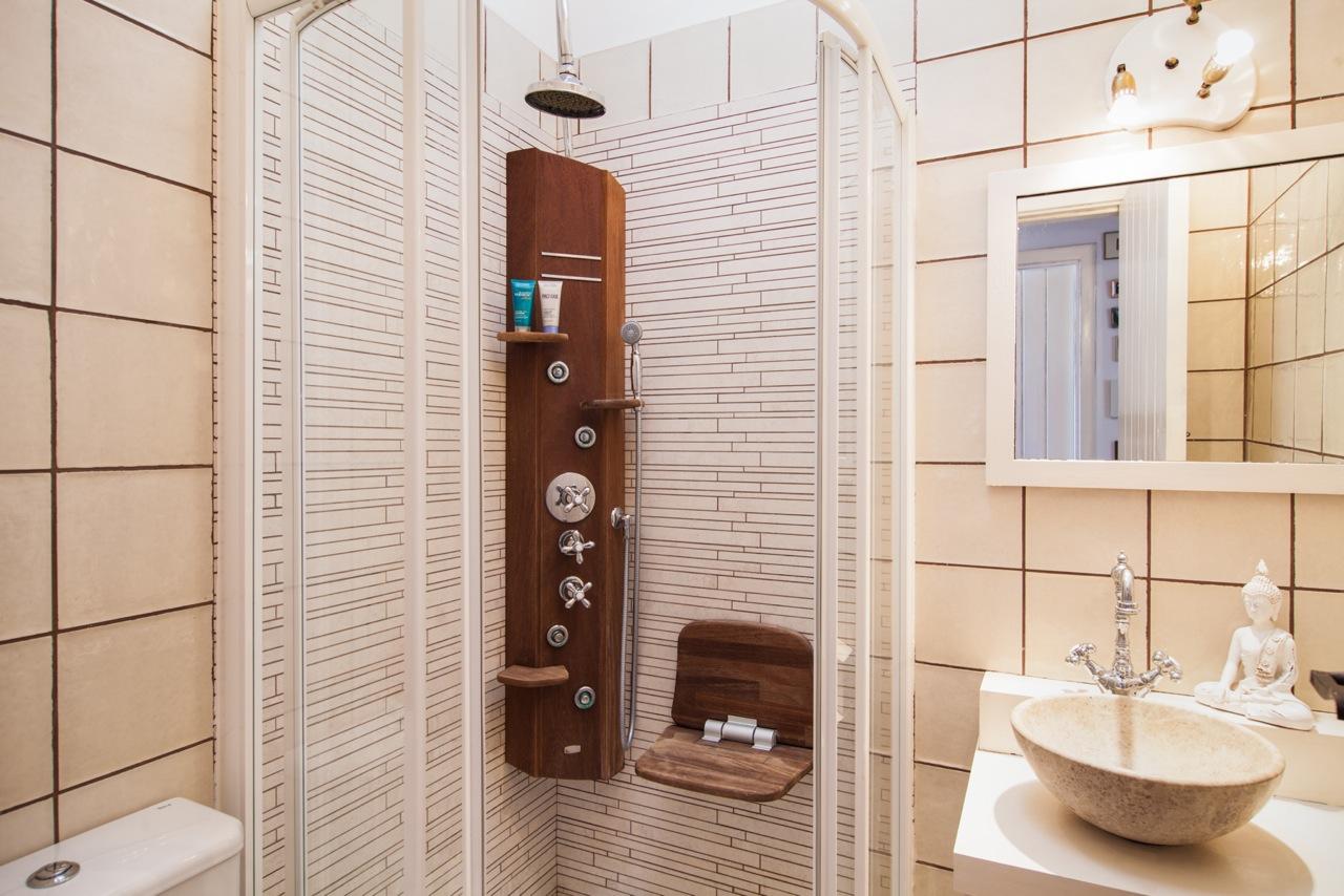 Baño con ducha de fantastico apartamento en alquiler en Sant Jordi, Ibiza