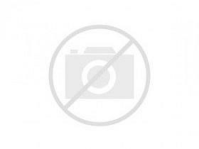 Salon spacieux avec escaliers dans villa luxueuse en vente à Barcelone