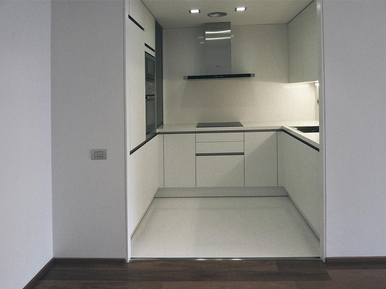 Оборудованная кухня в замечательной дизайнерской квартире на продажу в центре Барселоны