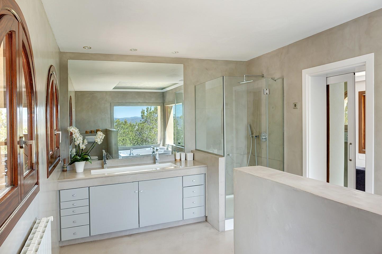 Ванная комната на потрясающей вилле в аренду на Ибице