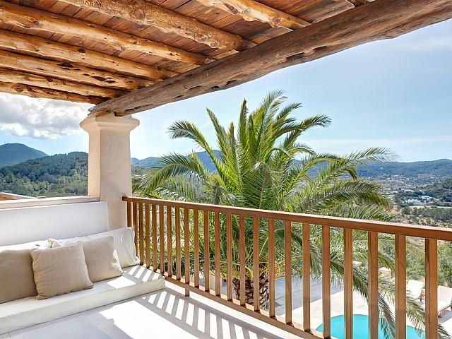 Terraza soleada de maravillosa villa en alquiler en San Agustin, Ibiza