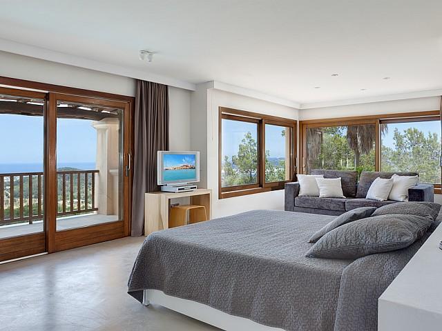 Schlafzimmer 1 mit Zugang zu der Terrasse