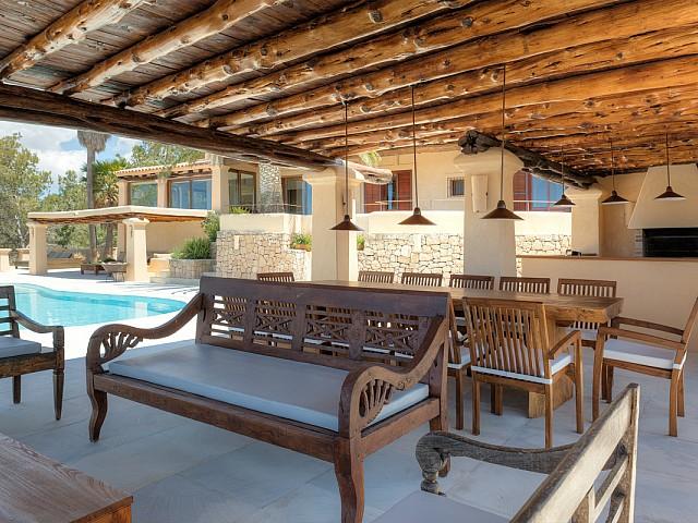 Чил-аут зона на потрясающей вилле в краткосрочную аренду на Ибице