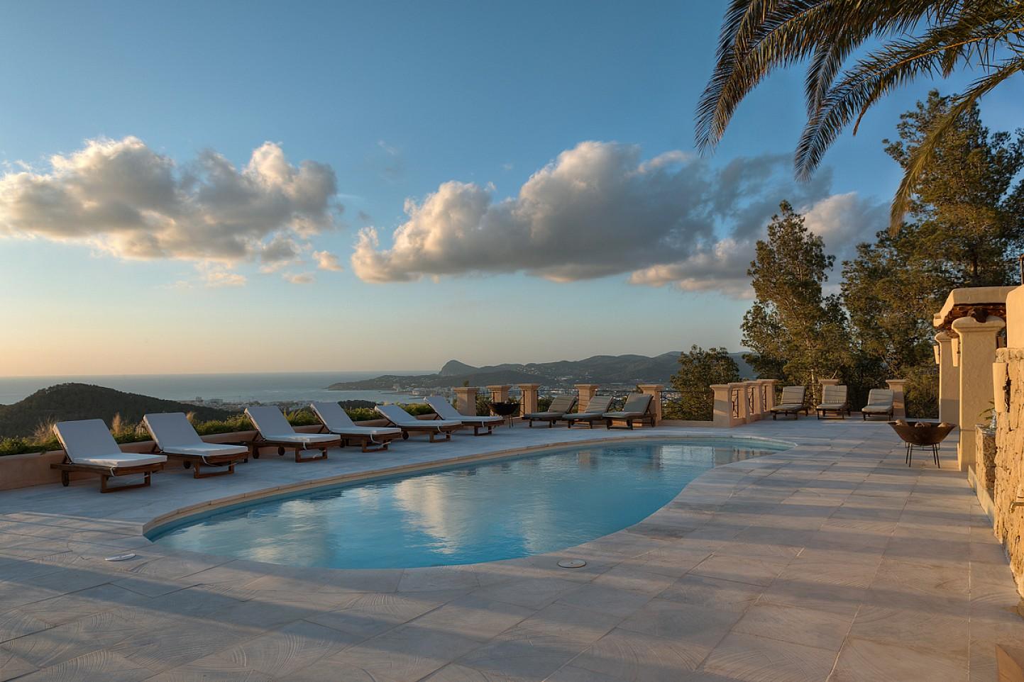 Piscina propia de maravillosa villa en alquiler en San Agustin, Ibiza