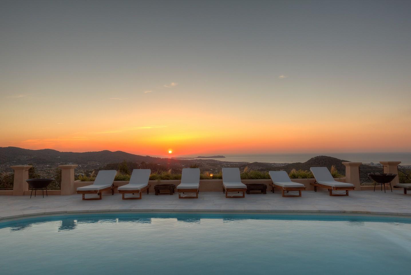 Vistas al mar de maravillosa villa en alquiler en San Agustin, Ibiza