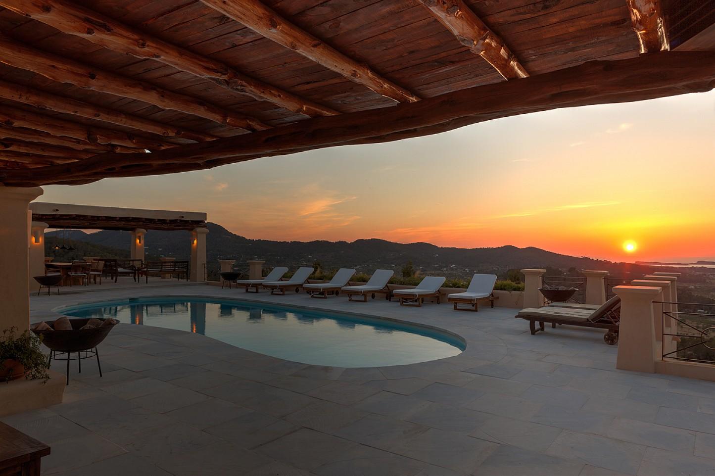 Vistas de maravillosa villa en alquiler en San Agustin, Ibiza