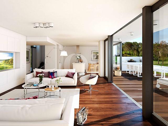 Exclusivo salón comedor con grandes ventanas que dan acceso a un espectacular jardín con piscina propia en casa en venta en Golf Catalunya Resort