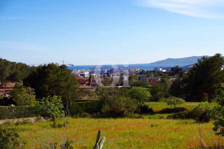Exclusivas vistas al exterior de casa en venta situada en Ibiza