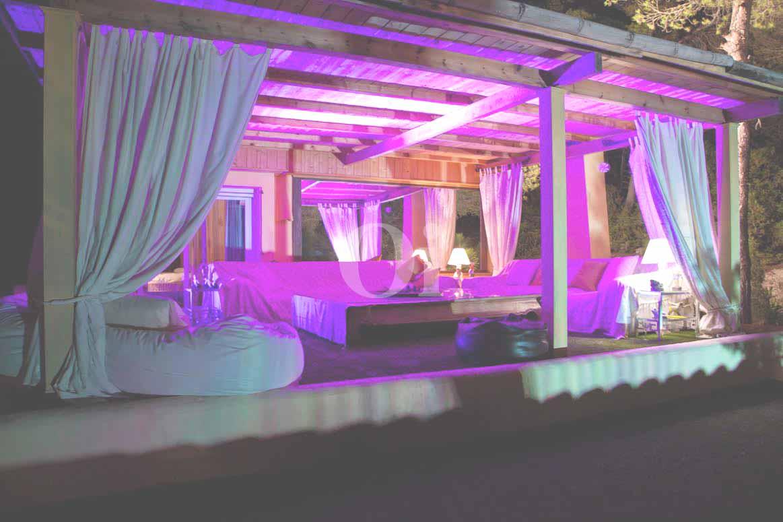 Замечательная чил-аут терраса на замечательной вилле в аренду на Ибице