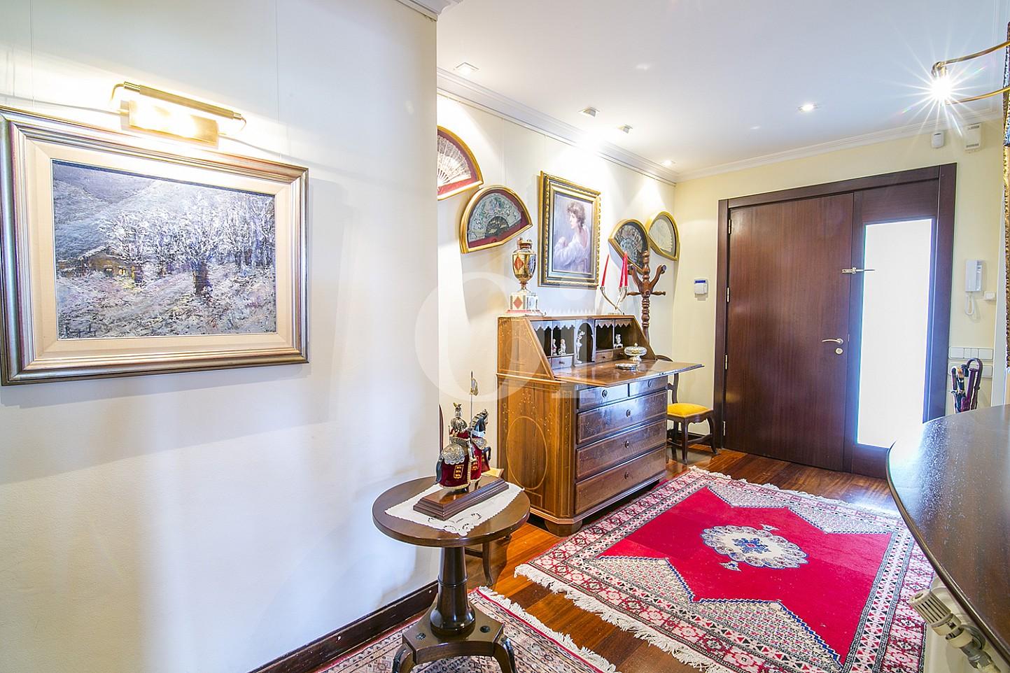 Luminoso recibidor en espectacular casa en venta situada en Cabrils