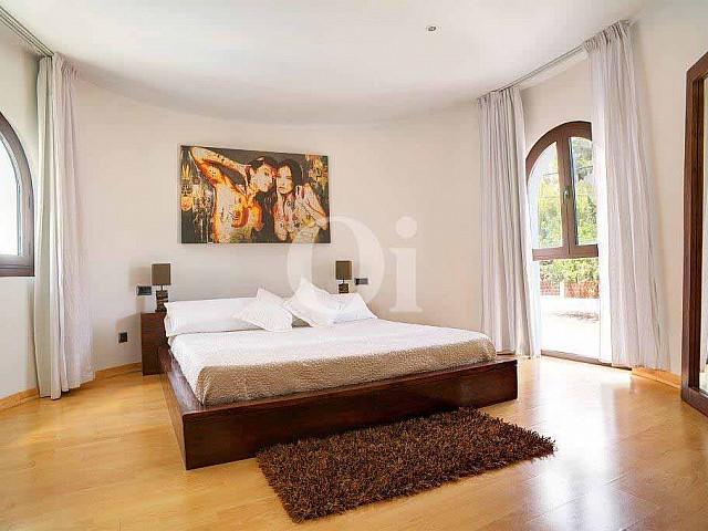 Уютная и светлая спальня в прекрасном доме в аренду на Ибице