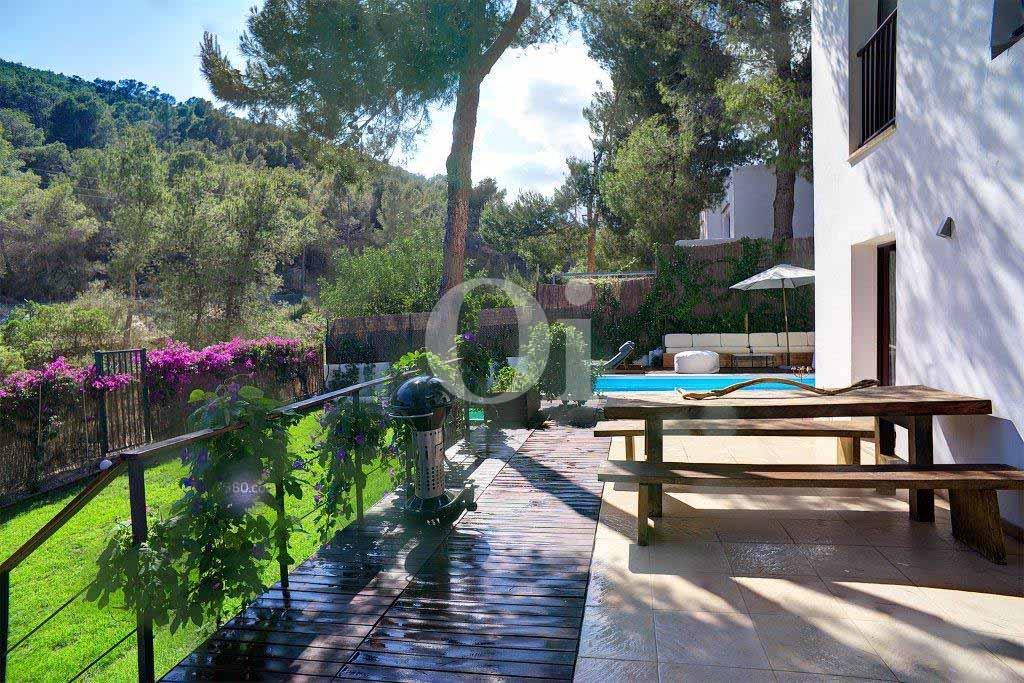 Magníficas vistas al exterior de casa en venta situada en Ibiza