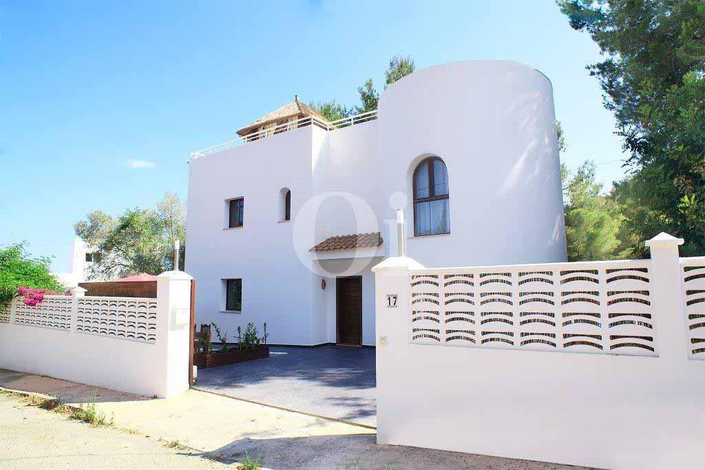 Fabulosa fachada de casa en venta en Ibiza