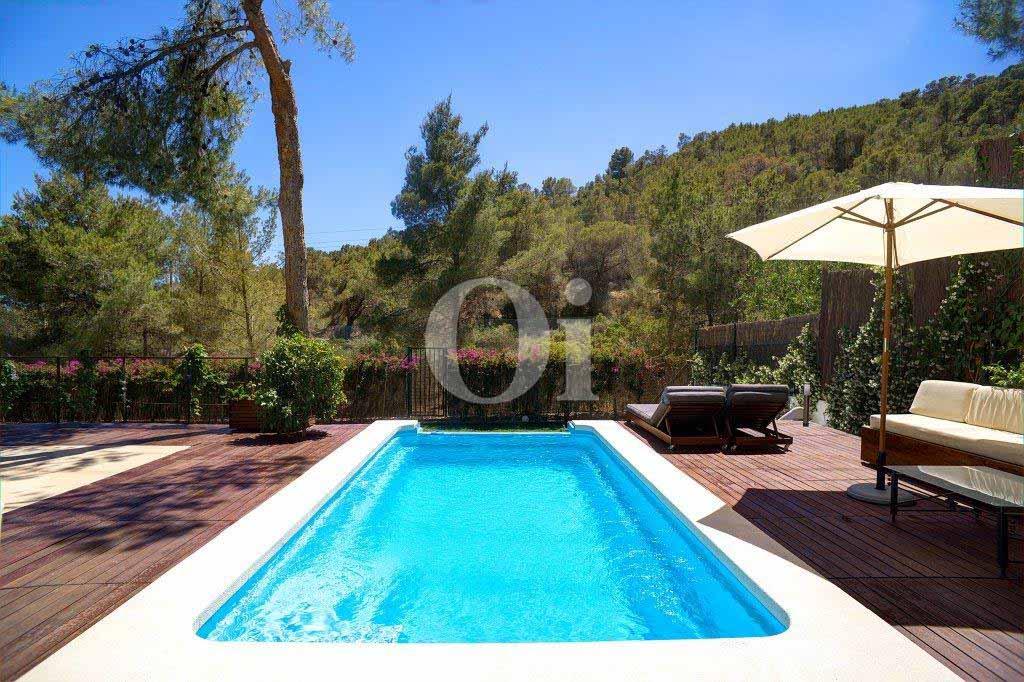 Espectacular piscina propia en lujosa casa en venta ubicada en Ibiza