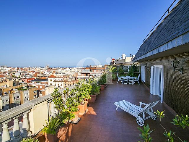 Espectacular terraza con vistas extraordinarias de la ciudad de Barcelona en Sant Gervasi