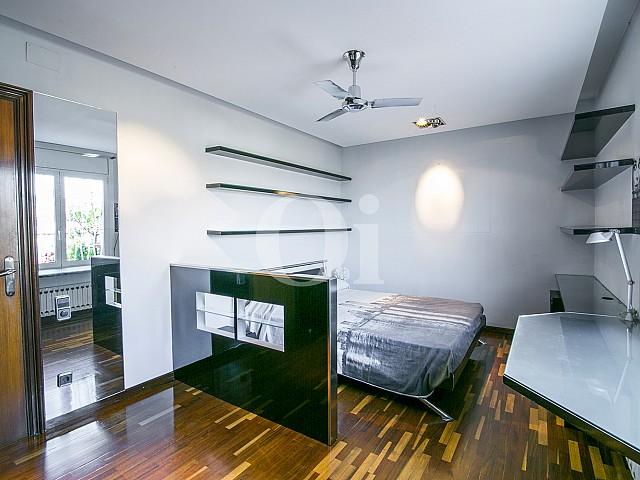 Спальня в мансарде на продажу в Sant Gervasi, Барселона