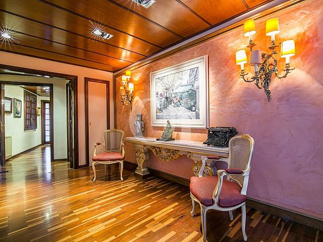 Exclusivo recibidor en ático en venta ubicado en Sant Gervasi, lujosa zona de Barcelona