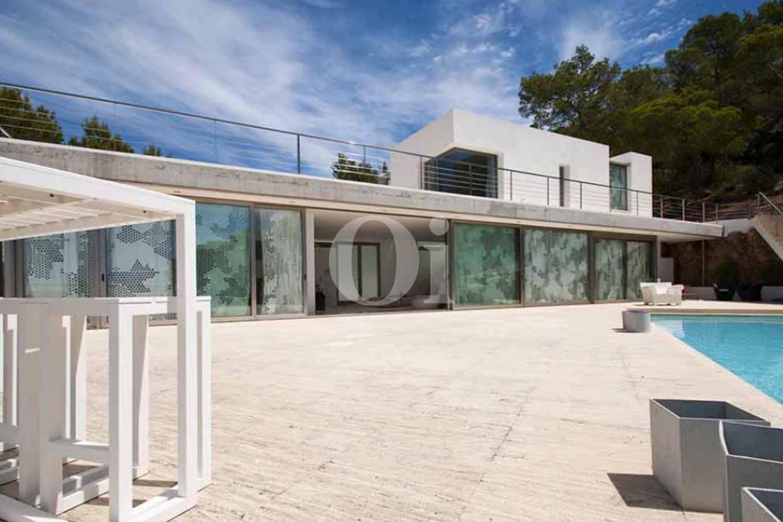 Espectacular piscina propia en casa en venta en Ibiza
