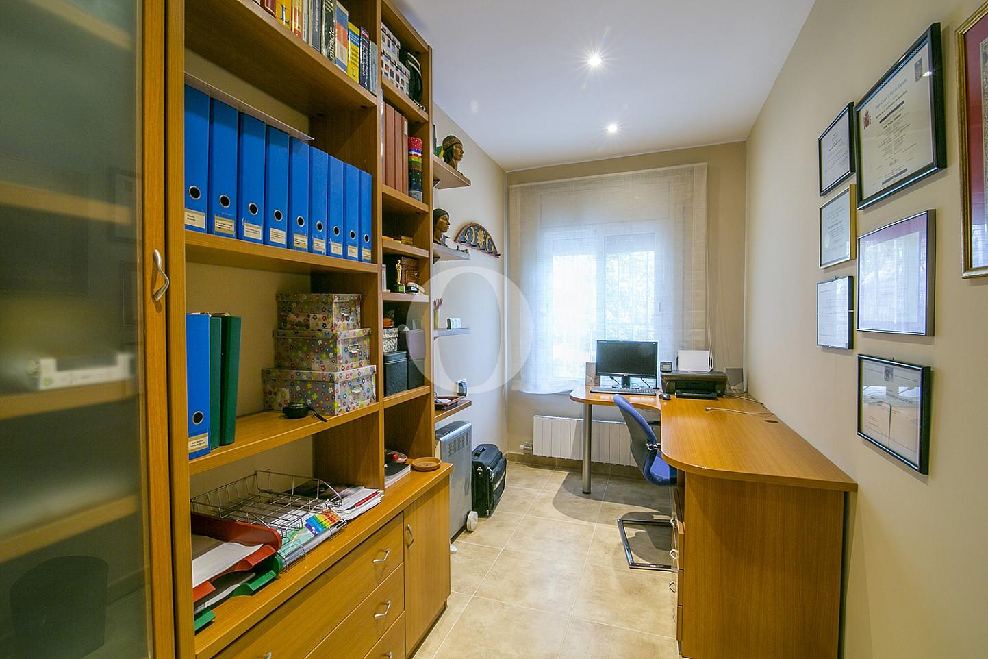 Кабинет в особняке на продажу в Cabrils, Maresme