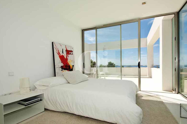 Magnifica habitación doble con cama matrimonial y extraordinarias vistas a Ibiza