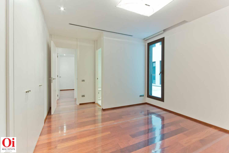 Grande pièce lumineuse dans un appartement luxueux en vente dans l'Eixample