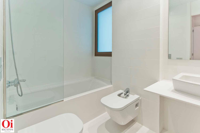 Belle salle de bain complète dans un appartement luxueux en vente dans l'Eixample