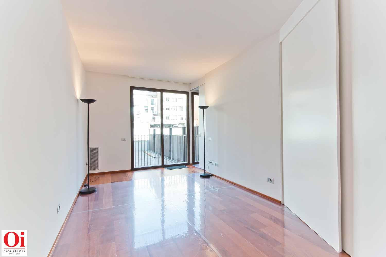Новая квартира класса люкс на продажу в совремменном здании в Барселоне
